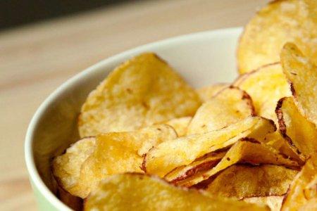 Chips für die Feier auf der Kegelbahn
